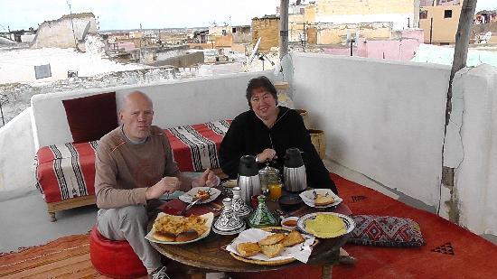 Riad Amazigh Meknes: Frühstück auf der Dachterasse