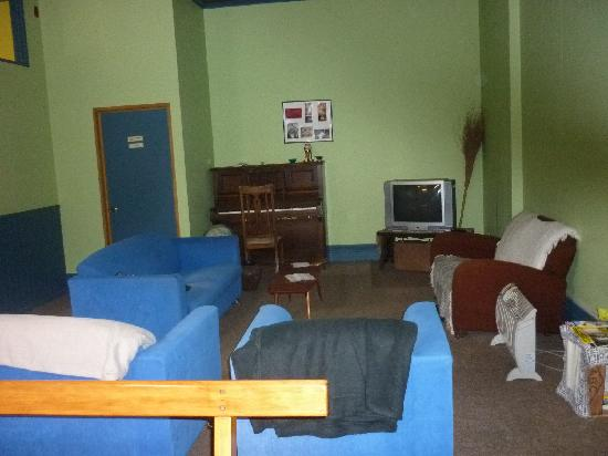 The Fire Station Backpackers: Lounge area