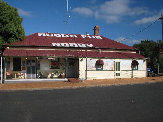 Rudds Pub: exterior  of the pub