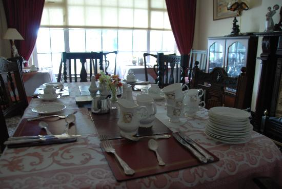 Glencree Bed & Breakfast: Lovely formal dining room