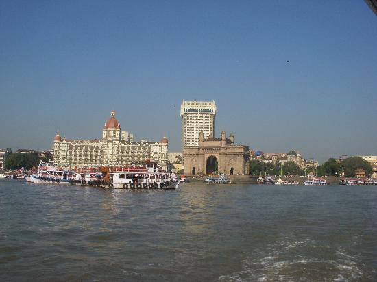 Elephanta Island, Indien: Gateway of India / Taj Mahal from the water