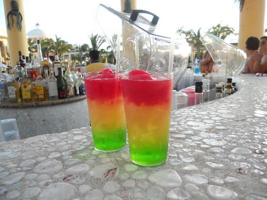 Iberostar Grand Hotel Paraiso: Riviera Maya drink from the pool bar