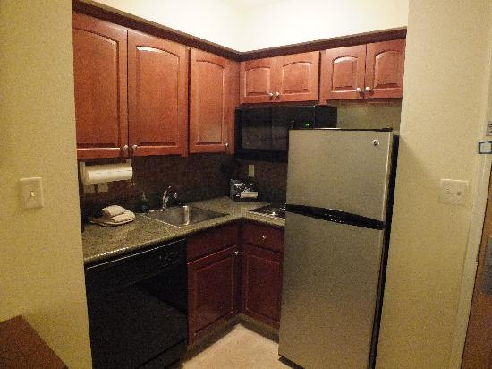 Staybridge Suites South Bend - University Area: Mini-Kitchen area