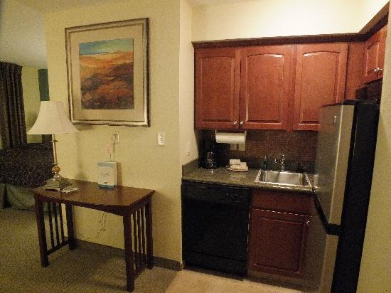Staybridge Suites South Bend - University Area: Entry area into kitchen looking at bed area