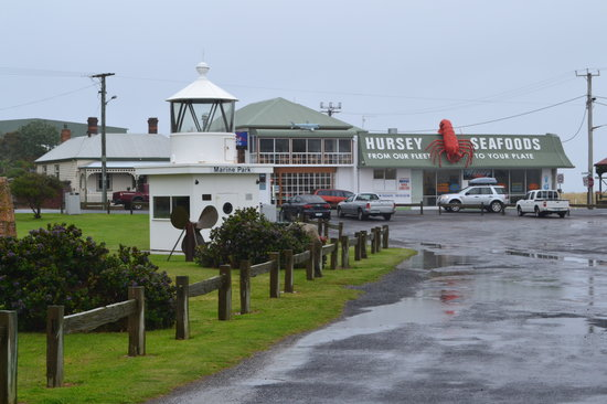 Hursey Seafoods: Cafe in the background