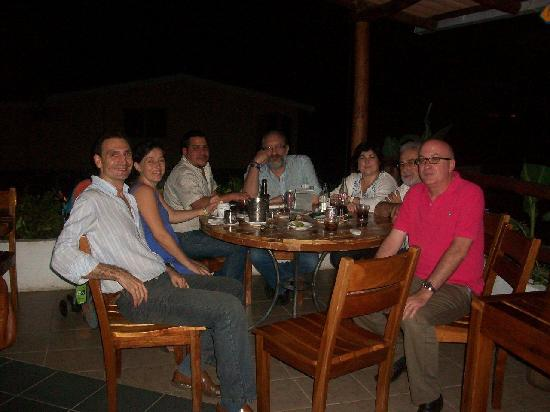 MADRID KUL Your Meeting Point in Managua: Con amigos y clientes en el Madrid Kul