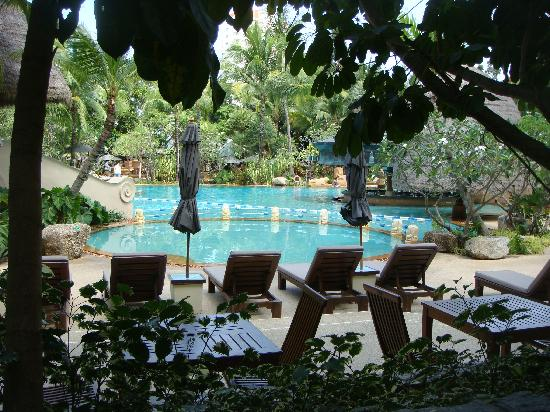 Movenpick Resort & Spa Karon Beach Phuket: Pool