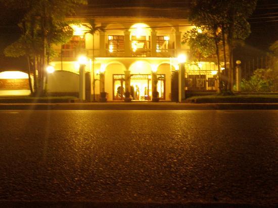 Villa Ban Lao Hotel: Hotel bei Nacht