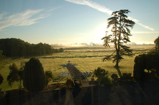 Thurles, Ιρλανδία: Morning View out of our Bedroom Window