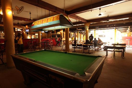 Q-Bar & Guest House: Bar