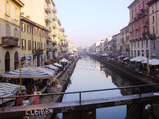 Il mercatino del mese lungo il naviglio foto di i for Il mercatino milano