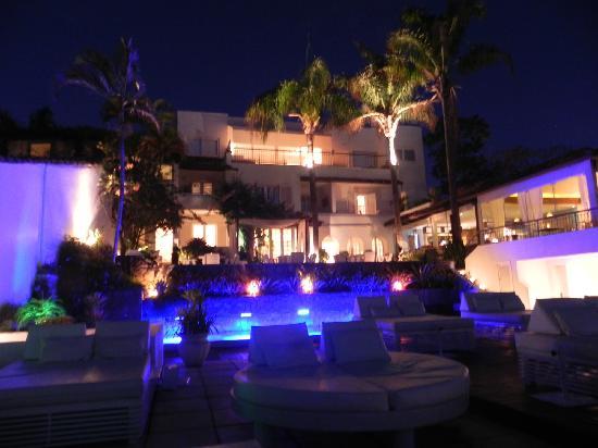 Casas Brancas Boutique Hotel & Spa : Blick von der Terrasse auf das Hotel