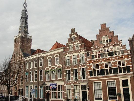Museum De Lakenhal: alte Bürgerhäuser von Leiden