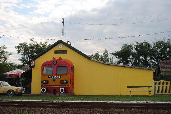 Tisza Lodge: Plaatselijk treinstation
