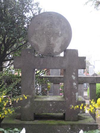 Renge-ji Temple: 井上円了の墓