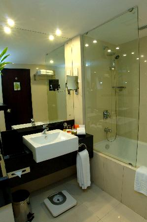 Cinnamon Lakeside Colombo: Brand new washrooms