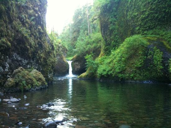 Hood River, OR: Punchbowl Falls at Eagle Creek