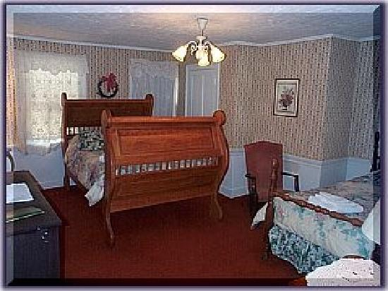 Chapman Inn: Hand-Crafted Bed