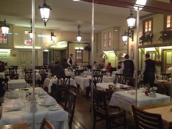 Pasazade Restaurant Ottoman Cuisine: Pasazade da fuori...