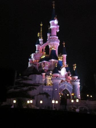 Disneyland Park: Il castello di notte