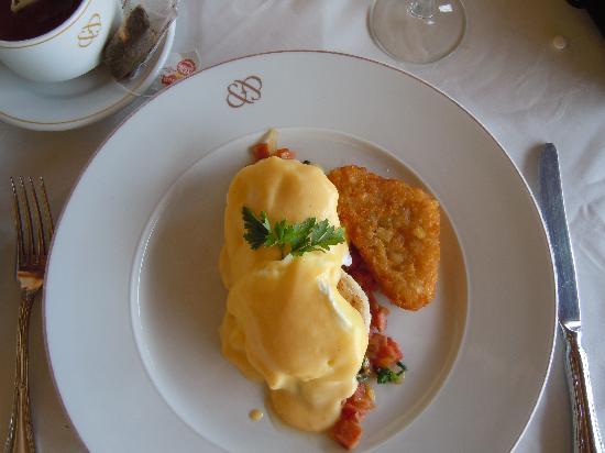 Occidental at Xcaret Destination: Eggs benedict