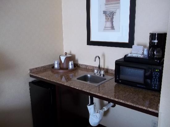 BEST WESTERN PLUS Las Vegas West: Microwave and refrigerator