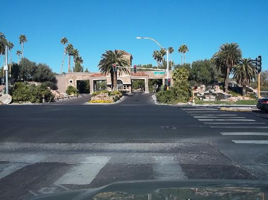 BEST WESTERN PLUS Las Vegas West: Across the street from the property