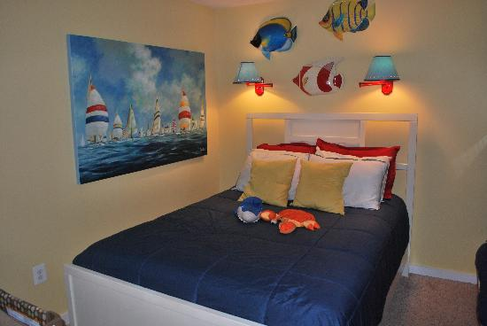 Summer Sands Condominiums : Master bedroom - Well decorated and clean