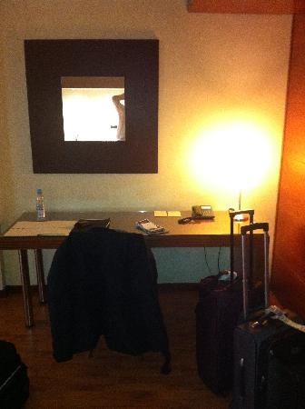 Aparthotel Mariano Cubi: Desk
