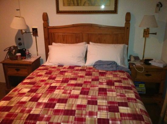 La Jolla Inn: bed