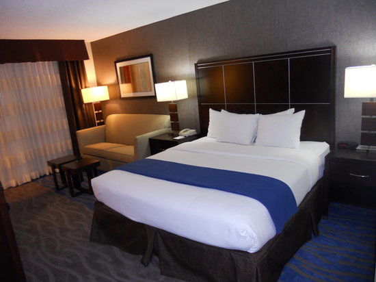 Holiday Inn Express San Diego N - Rancho Bernardo: King with Sofabed Bedroom