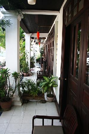 Villa Senesouk : Superior Room Donwstair's terrace - accessible from public street