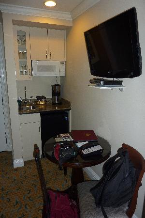Inn at the Opera: SF Rm 23 living area