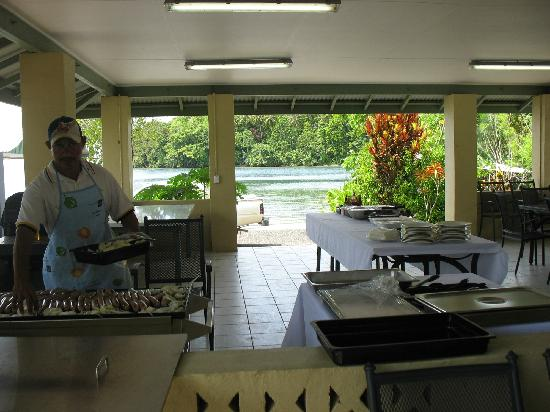 Lakakot Bay Resort: BBQ area.