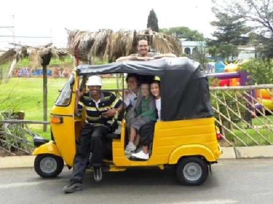 Soweto, Sudafrica: Avoid peddaling and get on to our Tuk-Tuk!
