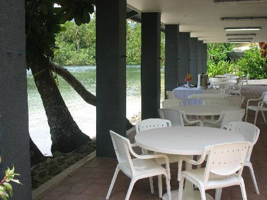 Lakakot Bay Resort: More absolute beach front dining.