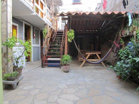 Chale's House: El Patio