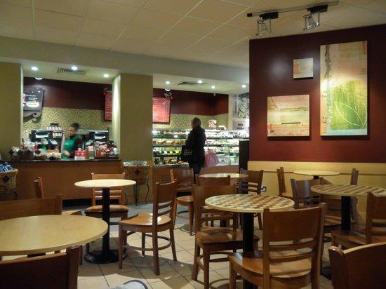Starbucks Lynton House: Service counter at Starbucks