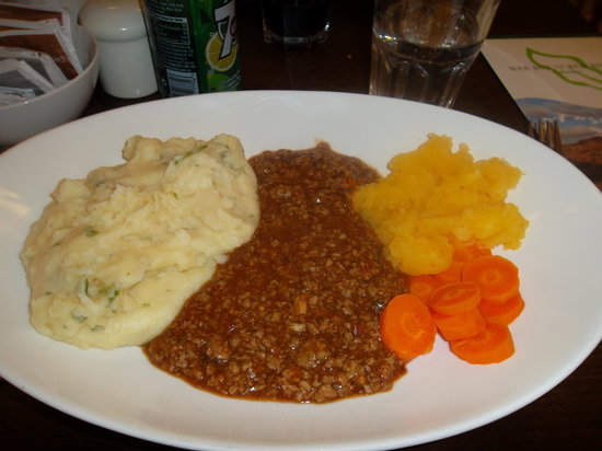 Wee But n Ben: Mince, which I then learned is another word for ground beef. I learned English in the United Sta