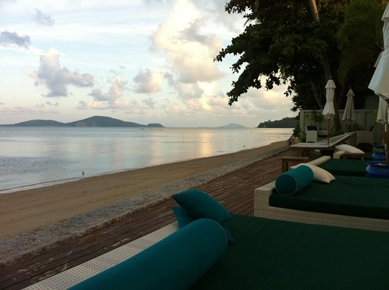 Serenity Resort & Residences Phuket: Pool beds by the beach