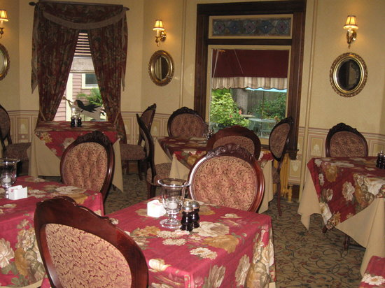 The Village Inn of Woodstock: Breakfast room
