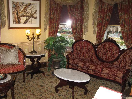The Village Inn of Woodstock: Parlor