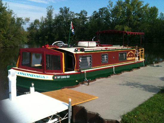 Mid-Lakes Navigation: Onondaga houseboat rental
