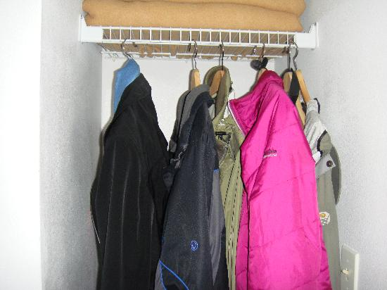Crystal Mountain Hotels Alpine Inn: One closet