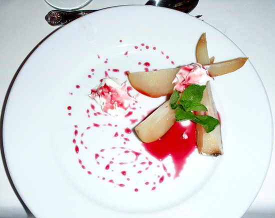Desert - pears with Barolo (red wine)