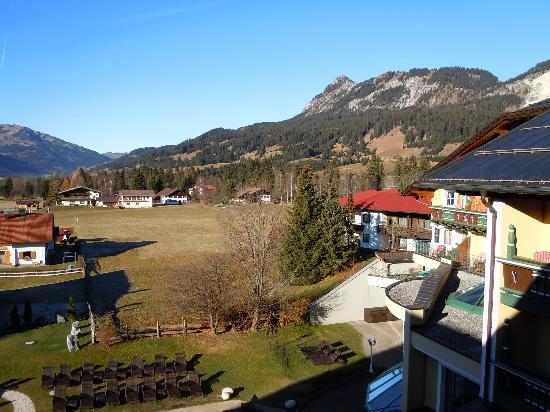 abendstimmung am engel bergsee alpengarten bild von wellnesshotel engel gr n tripadvisor. Black Bedroom Furniture Sets. Home Design Ideas