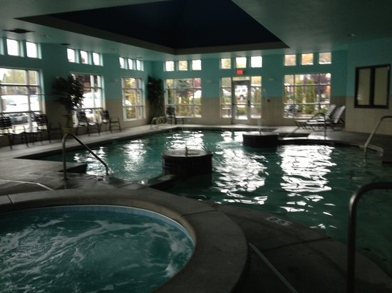 Comfort Suites Airport Tukwila: The pool & hot tub