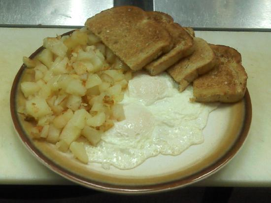 Jermyn, Pensilvania: 2 egg, home fries, and toast daily 7am-9am only $1.95