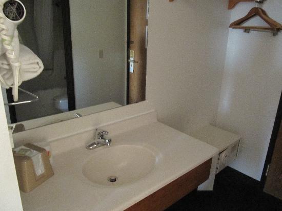 Super 8 Portage: Sink area