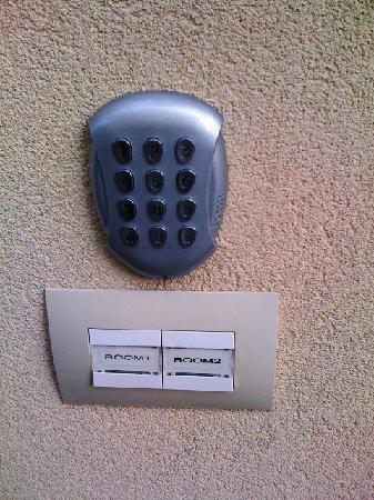 Bombyx Inn : Secure entrance